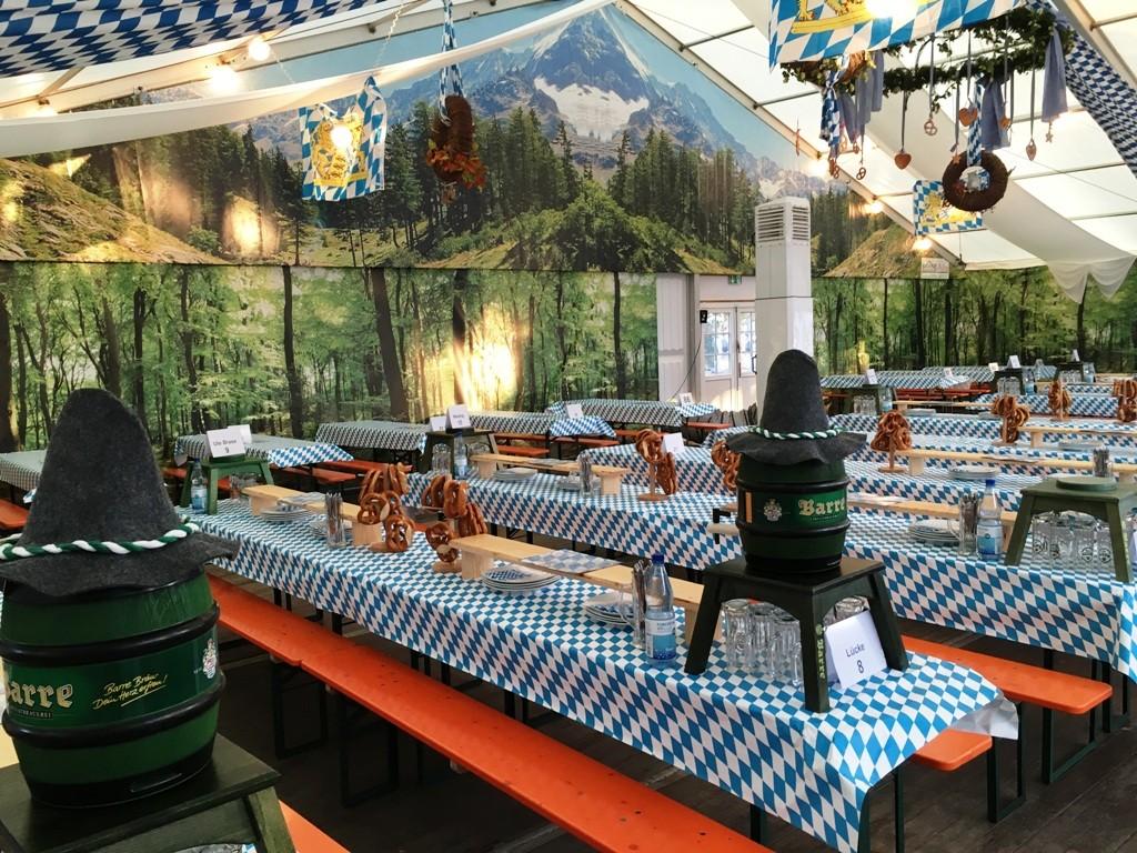 Mobiliar brase zelte for Festzelt dekoration