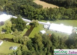 Weiße Zelte