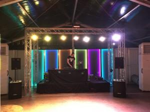 Bühne mit LED-Leuchtwandelemente