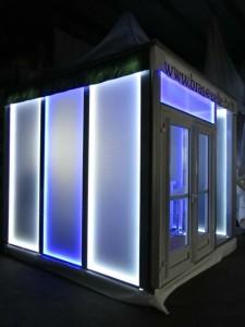 Pagode mit LED-Leuchtwandelementen